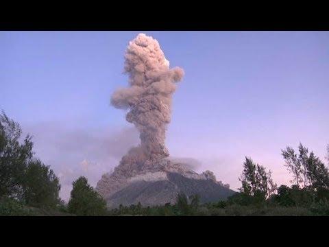 connectYoutube - El volcán filipino Monte Mayón despide lava y cenizas