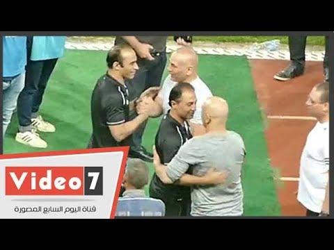 حسام وإبراهيم حسن يتجهان لمصافحه دكة الأهلى قبل اللقاء الأخير فى الدورى