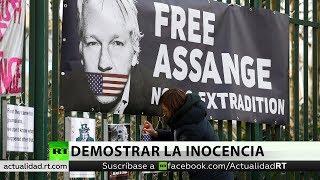 Defensa: Assange llamó a Washington para avisar de vidas en peligro