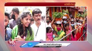 Singer Madhu Priya Visits Lal Darwaza Simhavahini Temple | V6 News - V6NEWSTELUGU