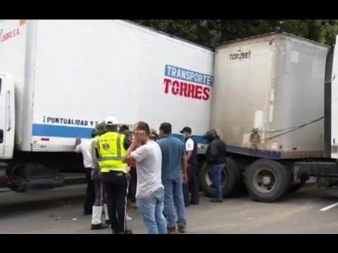 Accidente en Anillo Periférico generó caos vial