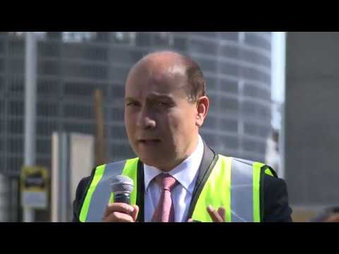 connectYoutube - Eamonn Holmes and Surinder Arora speak at topping out ceremony