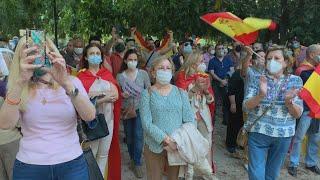 Un millar de personas protestan en Valencia contra la gestión del Gobierno