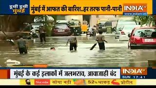 मुंबई में 24 घंटे से रुक-रुक कर बारिश; कई इलाकों में जलभराव, आवाजाही बंद | IndiaTV - INDIATV