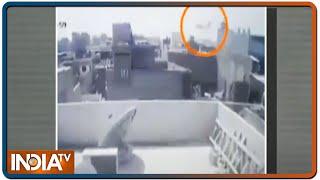 Pakistan: CCTV में कैद हुआ PIA के विमान का क्रैश होने से ठीक पहले का वीडियो - INDIATV