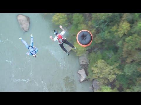 شاهد: الإثارة والإستمتاع بالقفز من على الجسر في مهرجان  بريدج داي …