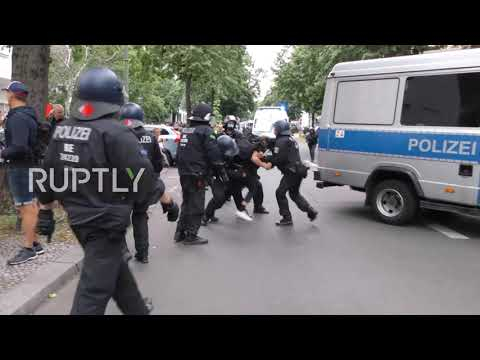Germany: Police clash with protesters in chaotic COVID sceptics march in Berlin