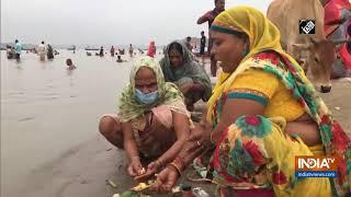 Devotees take holy dip at Sangam Ghat on Guru Purnima - INDIATV