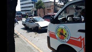 Automovilista auxiliada tras sufrir accidente en la calzada San Juan