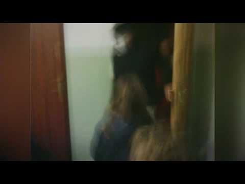 Video: HALLOWEEN PRANK: SCARED CHILDREN -