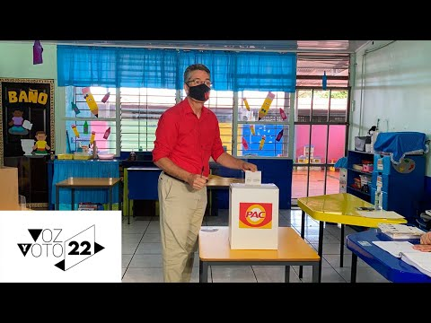 Precandidato del PAC, Welmer Ramos, ejerce su voto