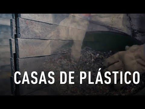 Un arquitecto colombiano construye casas con desechos plásticos