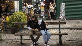 Covid-19 : une ville de 32 000 habitants sous cloche en Espagne, hausse du nombre de cas en France