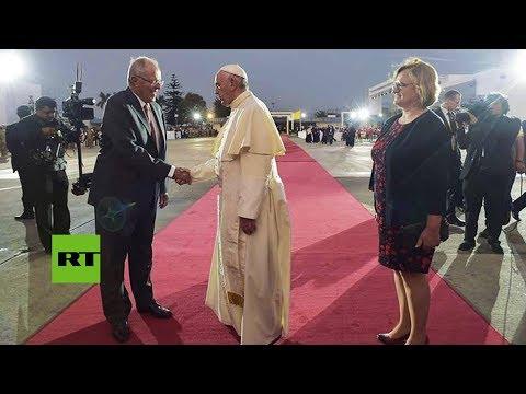 El percance del presidente de Perú mientras despedía al papa Francisco