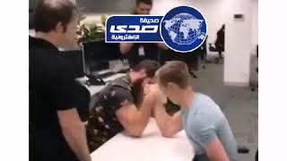 شاهد .. تحدي شاب مع زميله ينتهي بكسر يده