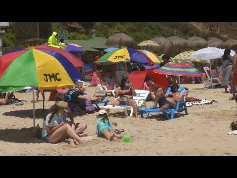 Aglomeraciones en playas: alcaldes insisten en pedir PCR negativo a turistas