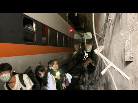 Tayvan'da tren raydan çıktı: 36 ölü, 60 yaralı