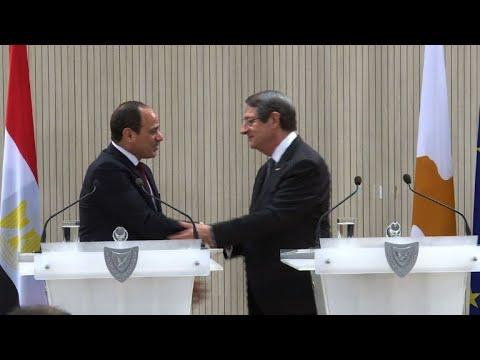 السيسي يستهل زيارته لنيقوسيا بلقاء الرئيس القبرصي