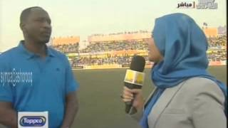 فيديو..المذيعة السودانية إسراء عادل تظهر في بوشاح أزرق في مباراة فريقها