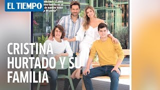 Cristina Hurtado posa con su esposo Josse y sus hijos
