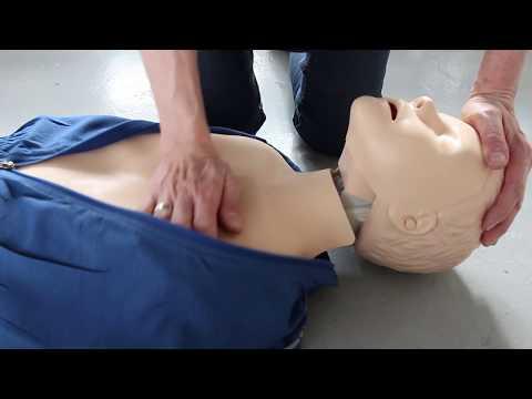 Så här gör du hjärt-lungräddning på barn (från 1 år till puberteten)