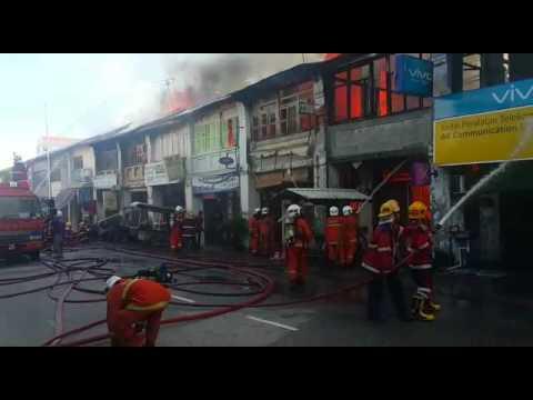 槟崔耀才路发生火灾  约10店面遭殃