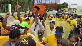 Cientos de personas marchan hacia el Palacio Nacional exigiendo 30% de las AFP