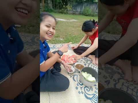 ปลาแซลมอนกินปลาแซลมอนกับเมียน้