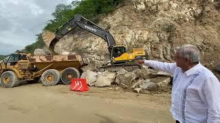 INCREIBLE! AMLO Trabajando en Sábado. Construccio?n autopista Puerto Escondido, Oaxaca