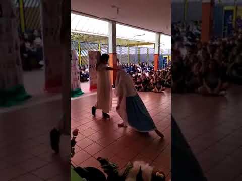 Apresentação com a música: Maria e o Anjo de Anjos do Resgate com os educandos Ana Clara de Araujo Reche e Andrei Ferreira Garcia Rosa