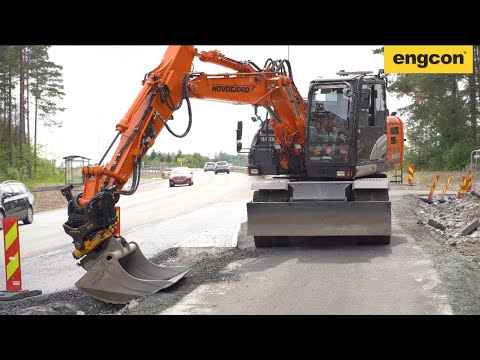 engcon EC Oil Automatic Quick Hitch system on a Hitachi ZX145W