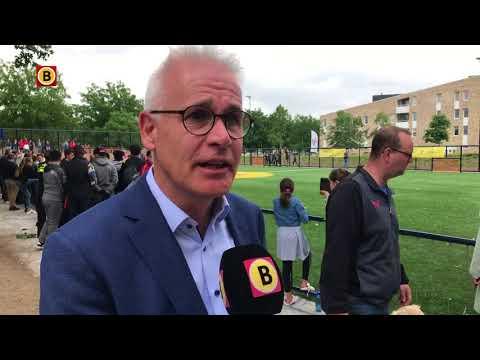 Wethouder Kees van Geffen is 'supertrots' op het Cruyff Court Vincent Janssen