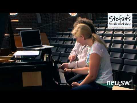 Stefan mit Nikola im Interview und Robin Thicke's Blurred Lines