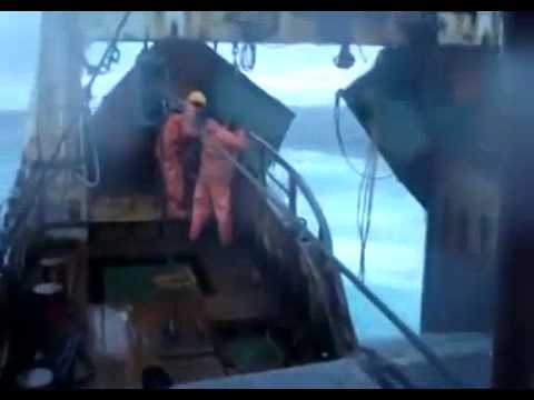 Video: Real storm at sea - Courageous sailors cope with storm