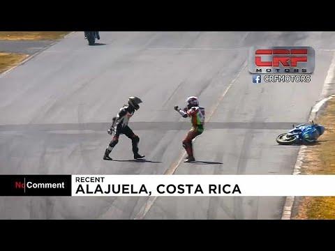 مضحك شاهد تشابك للدراجات النارية في كوستاريكا ينتهي بلكمات وعراك