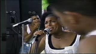 Jose Alberto el Canario y Yolanda Rivera en Orchard Beach Bronx N Y  video por Jose Rivera 1997