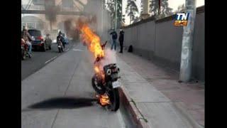 Motocicleta se incendia en ruta a El Salvador