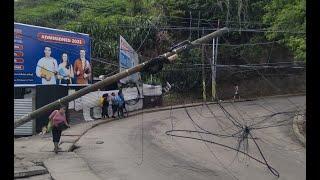 Camión derribó un poste en Mixco
