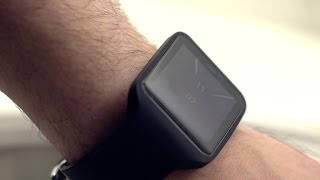 Sony SmartWatch 3 has built-in GPS but its poor display doesn't impress