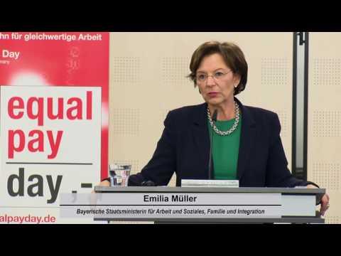 Emilia Müller, Bayerische Staatsministerin für Arbeit und Soziales, Familie und Integration