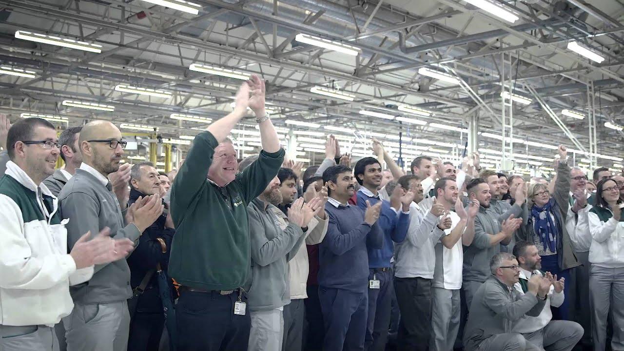 ಪ್ರಥಮ ಬೆಂಟ್ಲೆ ಬೆಂಟೇಗ rolls off the production line