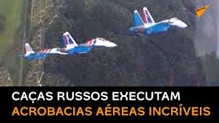 Equipe acrobática russa executa 1° voo de 3 caças diferentes em formação conjunta