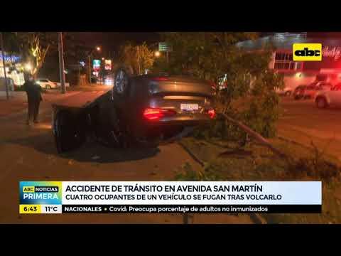 Vehículo volcó sobre la av. San Martín y los ocupantes se fugaron