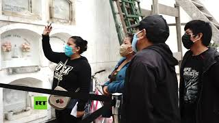 La pandemia de covid-19 multiplica los entierros en Perú