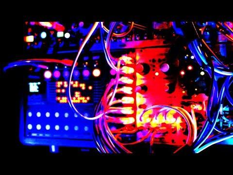 Rheyne - Sequenced Jam #72 (Eloquencer LFOs, Mutable Instruments Plaits)