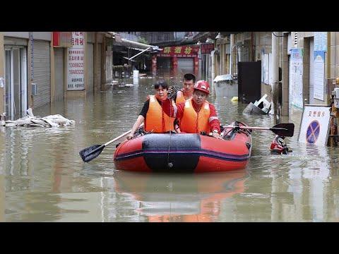 China afetada pelas chuvas mais fortes do milénio
