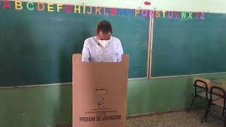Candidato a senador del PRM por Baní, ejerce su derecho al voto. #RDDecide2020