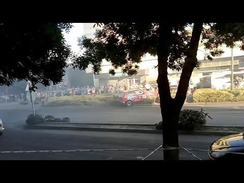 شاهد: متسابق يدهس بسيارته متفرجين على رصيف طريق خلال رالي نظم في المجر