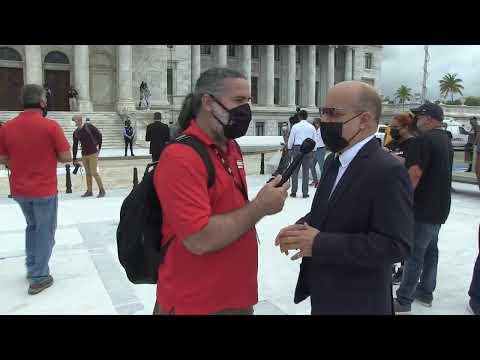Ambiente en las afueras del Capitolio previo al mensaje de Pierluisi