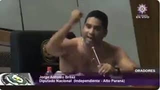 Diputado paraguayo se quita camisa en plena sesión parlamentaria